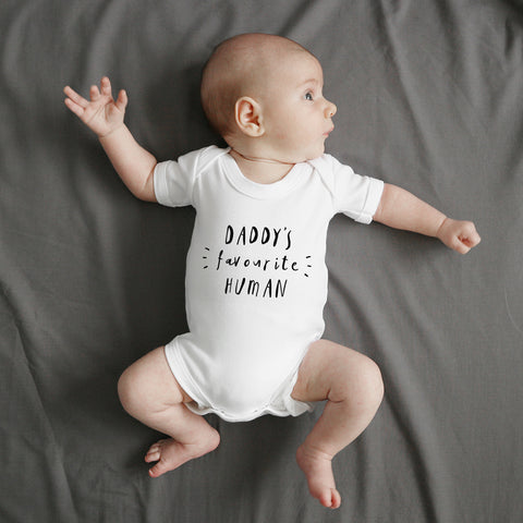 Daddy's favourite human short sleeve bodysuit Baby Paper and Wool