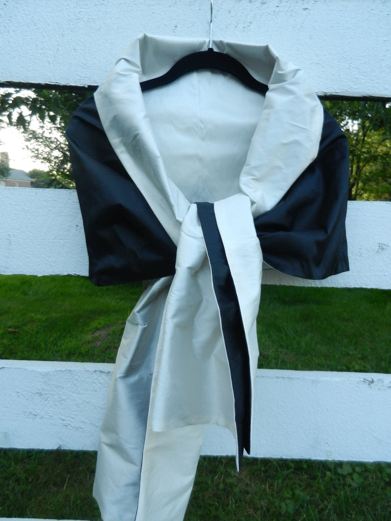 Silk Wrap in Black and Off White (LW07)