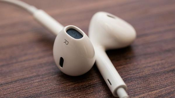apple lightning earpods