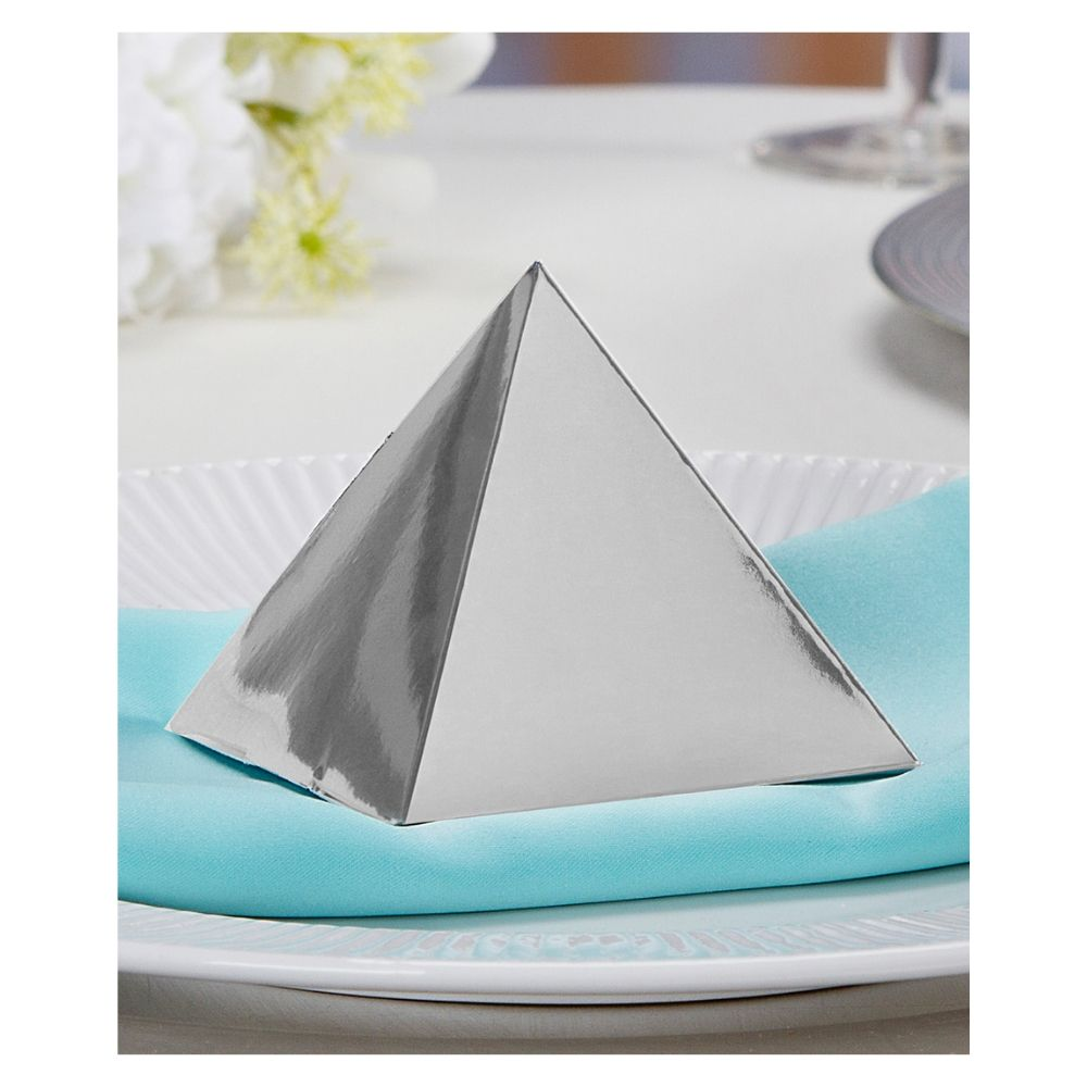 Victoria Lynn Silver Foil Pyramid Favor Box / Cajas Triangulares Color Plata