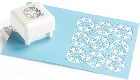 All Over the Page Scallop Snowflake Pattern / Perforadora Diseño de Copo de Nieve