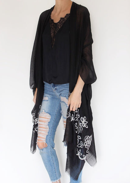 THROW THE BOUQUET KIMONO - BLACK