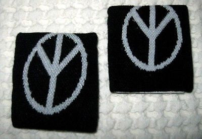 Black LARGE Peace Signs Wristbands Sweatbands PAIR-Pair of Red Star Bands-New