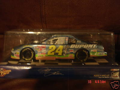 JEFF GORDON 2001 WINNER'S CIRCLE DIE-CAST #24 LOONEY TUNES METTALIC DUPONT CAR