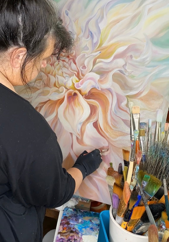 painting a big dahlia oil on canvas- anita nowinska
