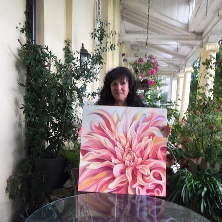 Anita nowinska with peach labyrinth dahlia flower painting