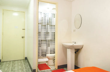Standard Rooms at Metro Deluxe Residences - Bathroom