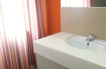 Deluxe family bathroom at Metro Deluxe Residences