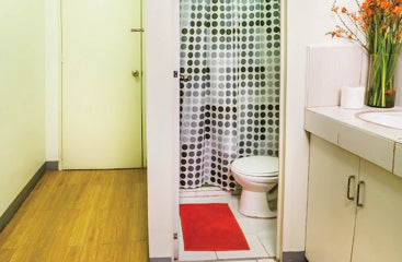 Standard Rooms at Metro Deluxe Residences - Toilet