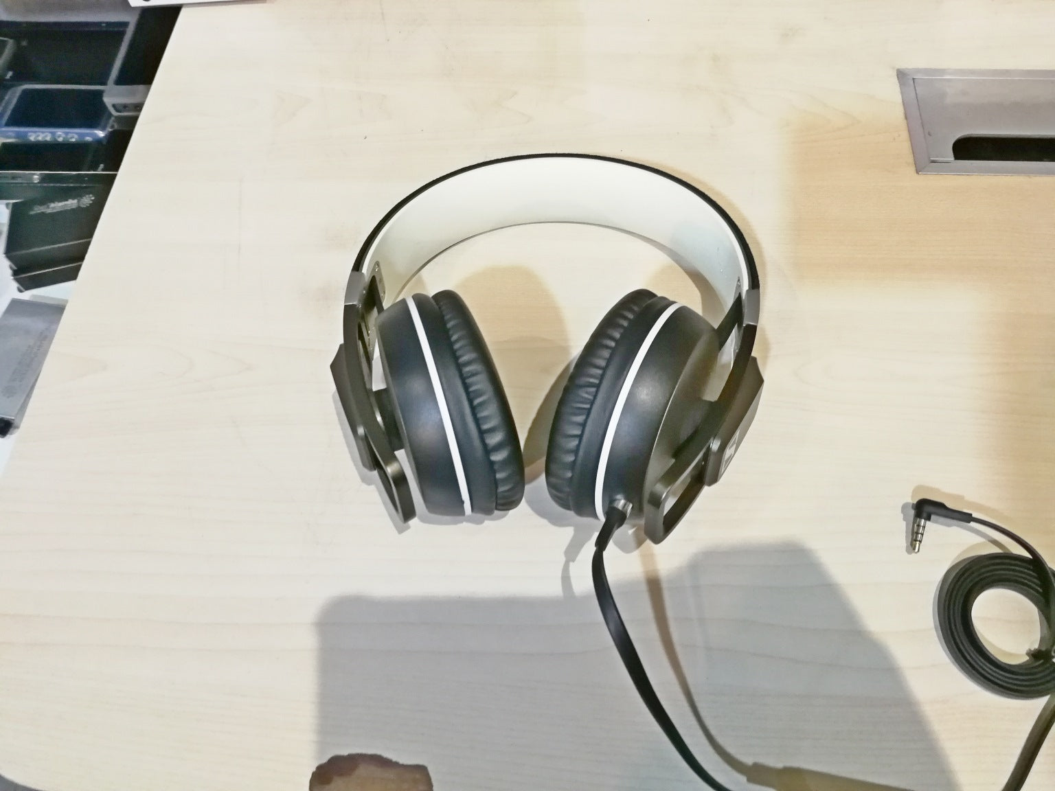 Sennheiser Urbanite XL iOS Demo (SS15) - B