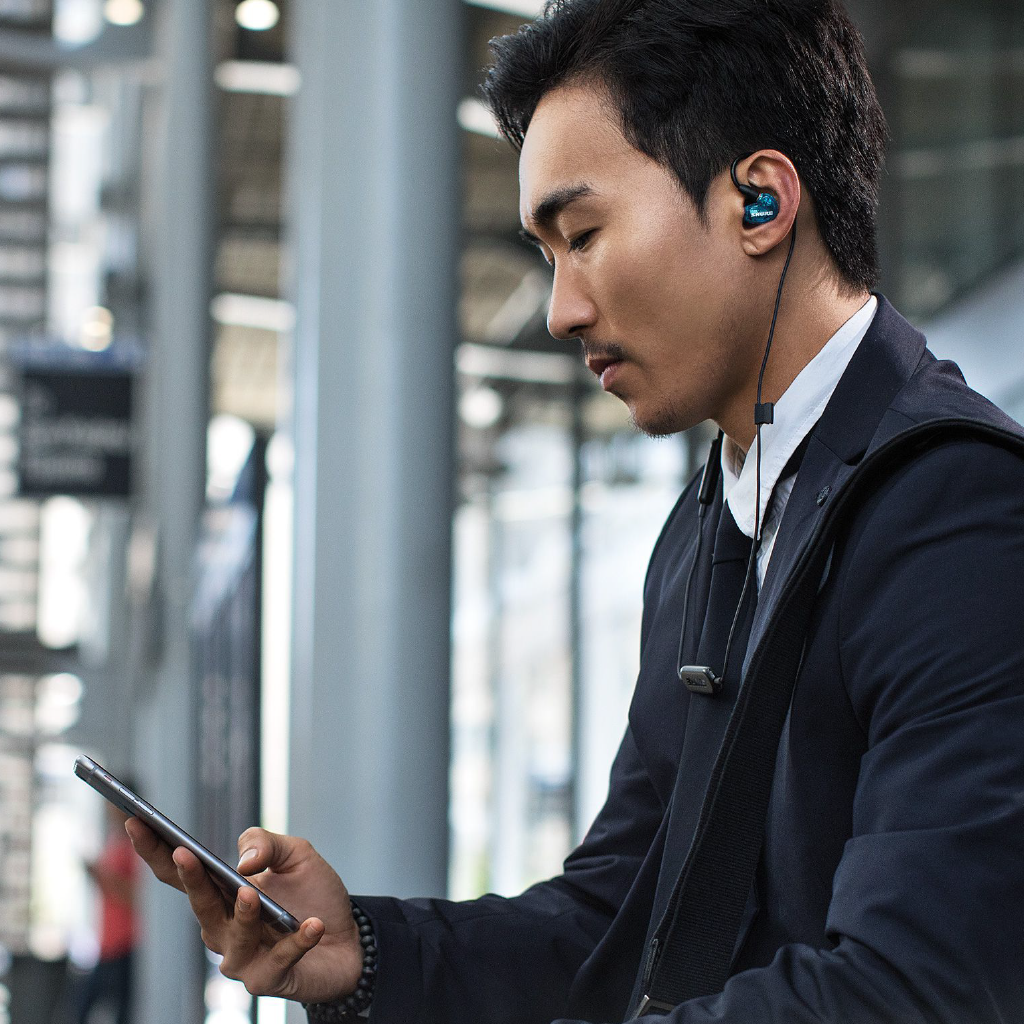 SE215BT Sound Isolating™  Wireless Earphones