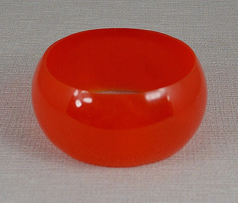 Bangle : Spectacular Lucite Style