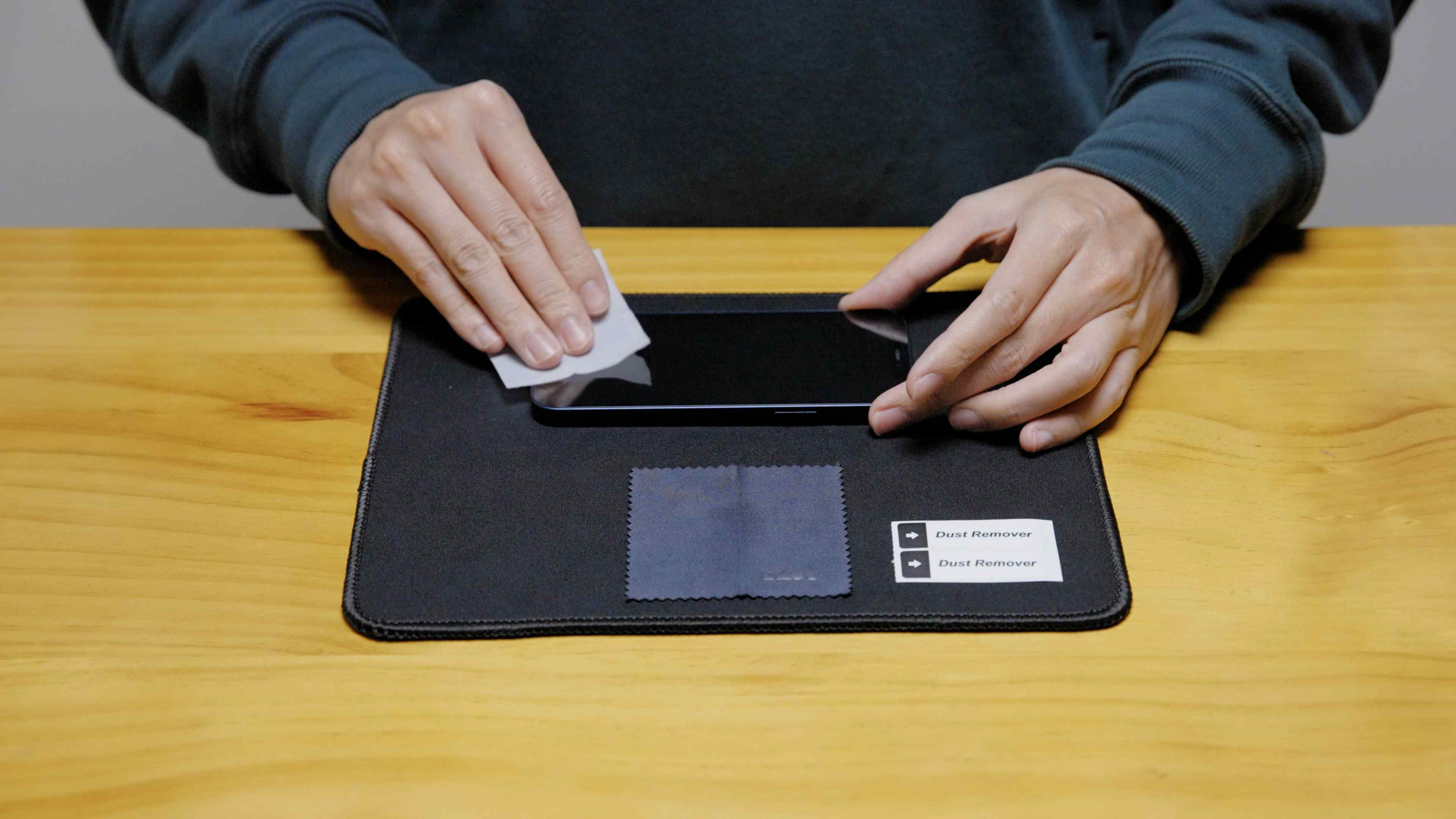 Screen Protector Installation Guide Step 2 : Screen Cleaning