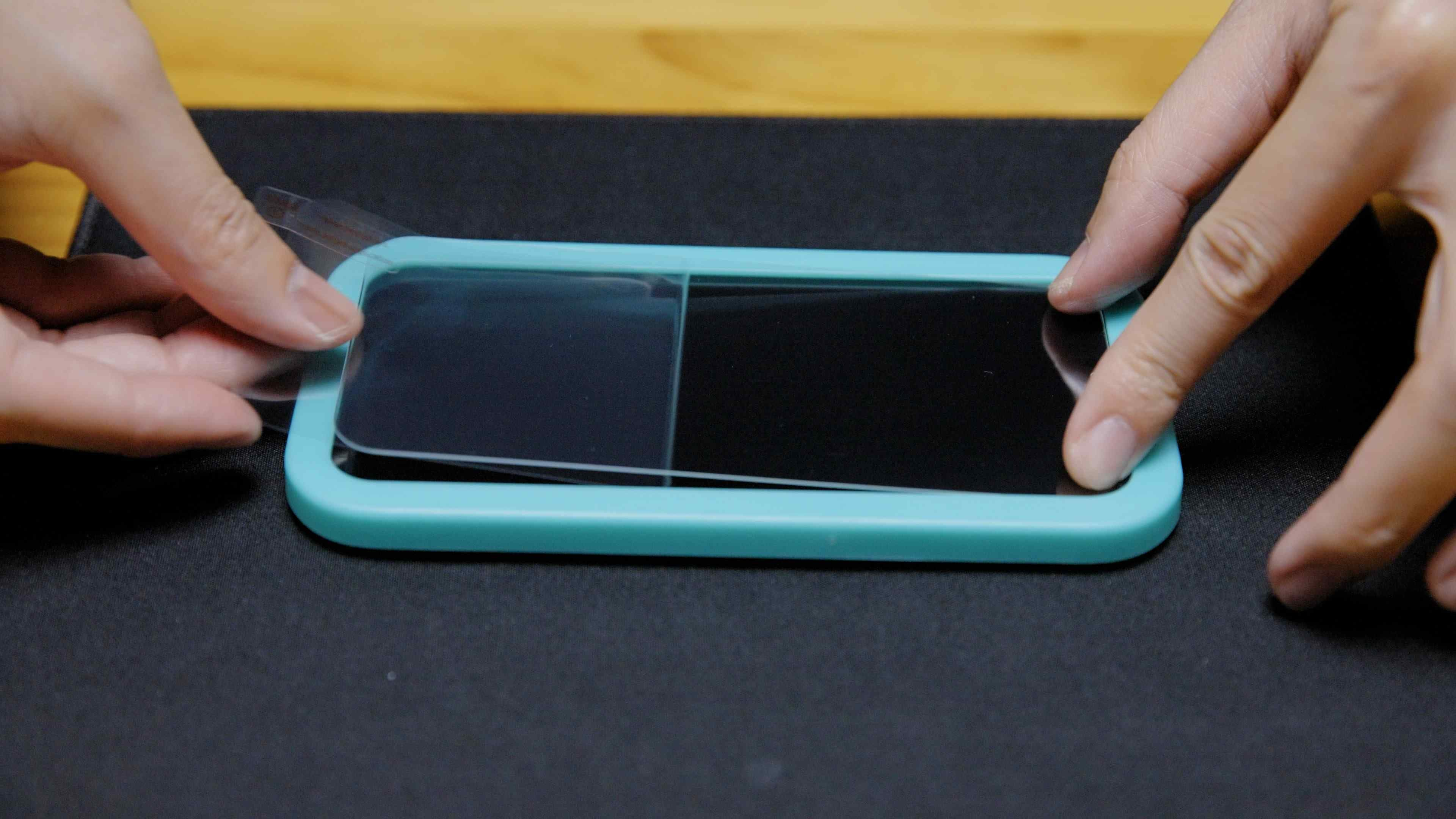 Screen Protector Installation Guide Step 4 : Screen Protector Installation