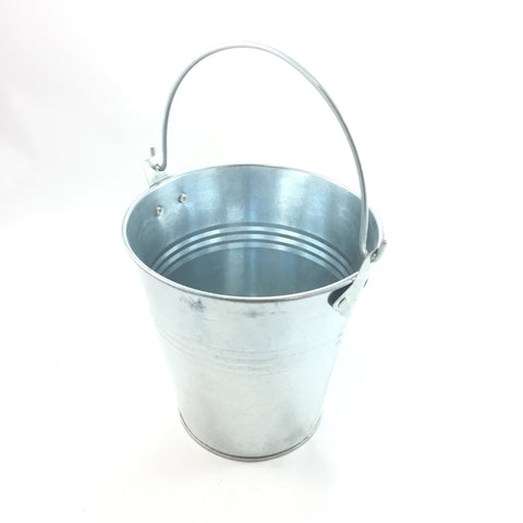 Grease bucket for grills