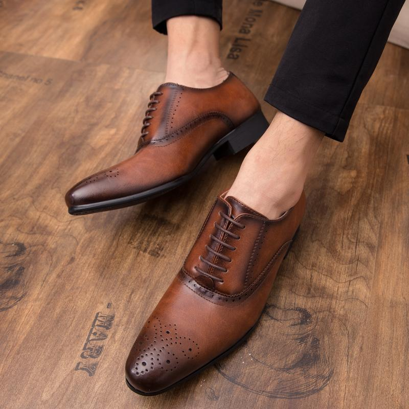 19 autumn new men's shoes British business dress shoes shoes retro pointed hair stylist carved leather shoes men