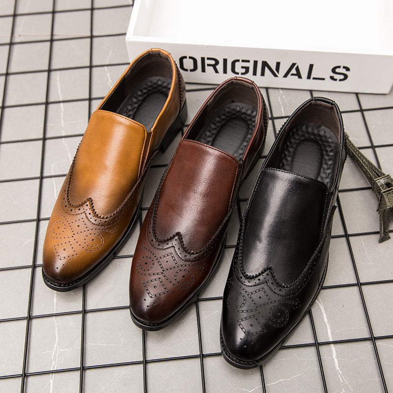 19 summer British men's carved Vintage pointy leather shoes business casual shoes breathable set foot block fashion men's shoes