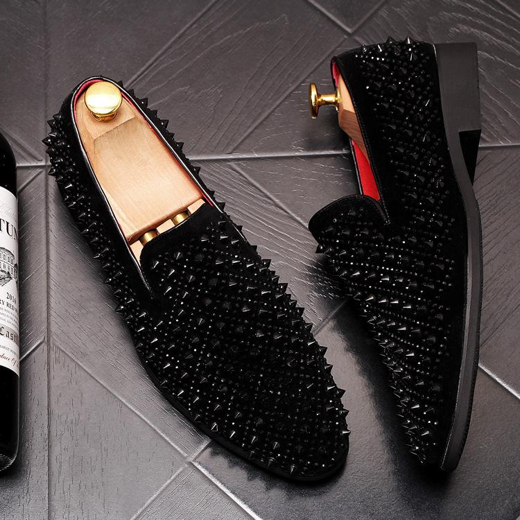 Fashion men's foot shoes fashion rivet loafers hair stylist with the same paragraph daily shoes fashion fast hand men's feet