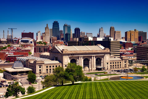A view of the Kansas City skyline and Union Station museum