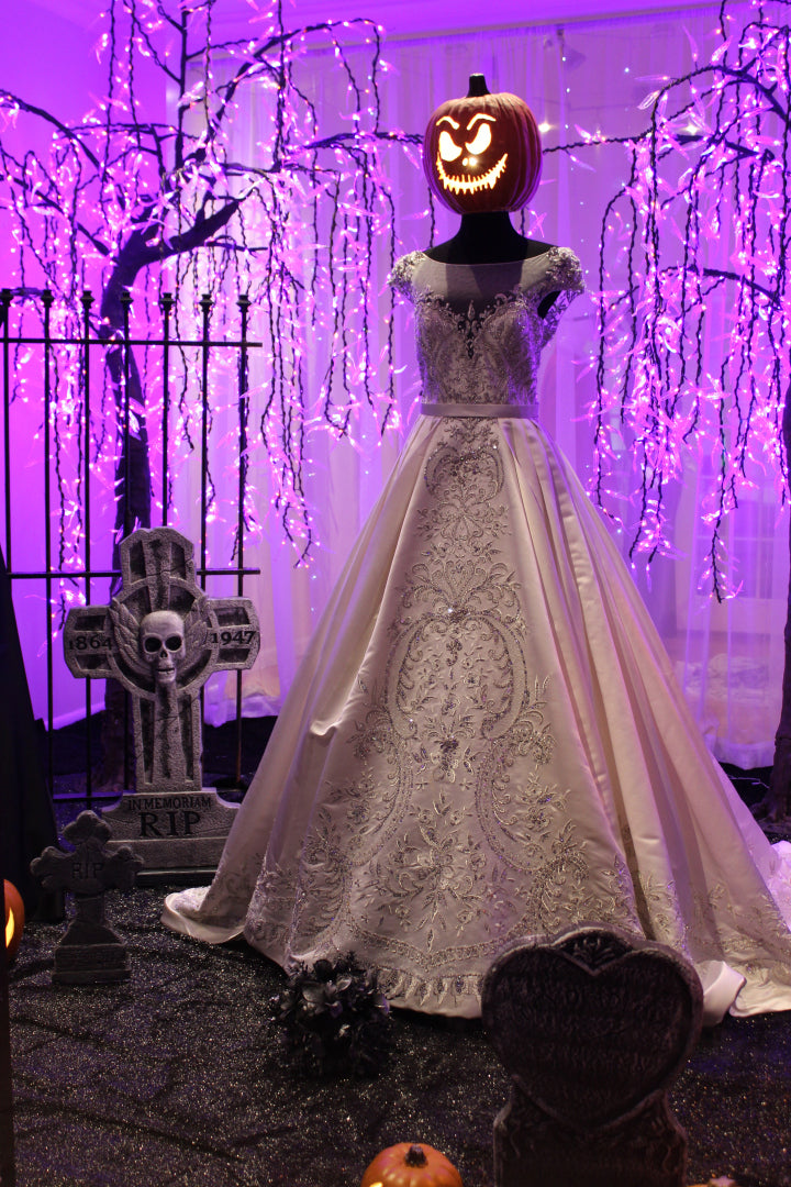 03-alexandra-bridal-boutique-halloween-display.jpg
