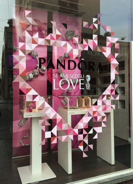 35 Valentine S Day Window Display Ideas Mannequin Mall