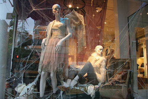 10-ralph-lauren-halloween-display-window-design.jpg