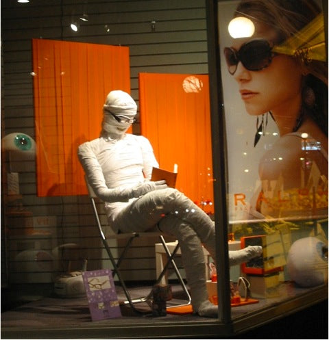 17-bookstore-halloween-display-window.jpeg