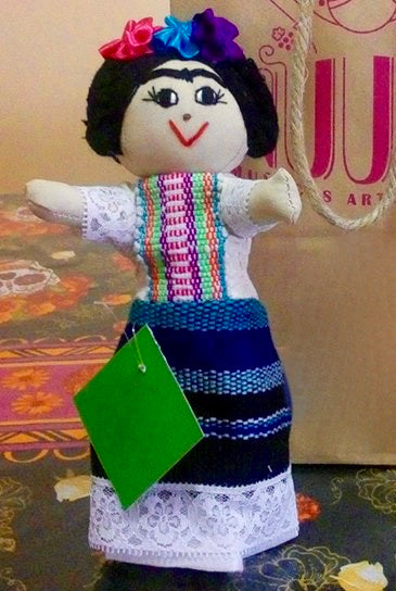 muñeca artesanal Frida GLOBAL EMPOWERMENT MEXICAN CREATIONS