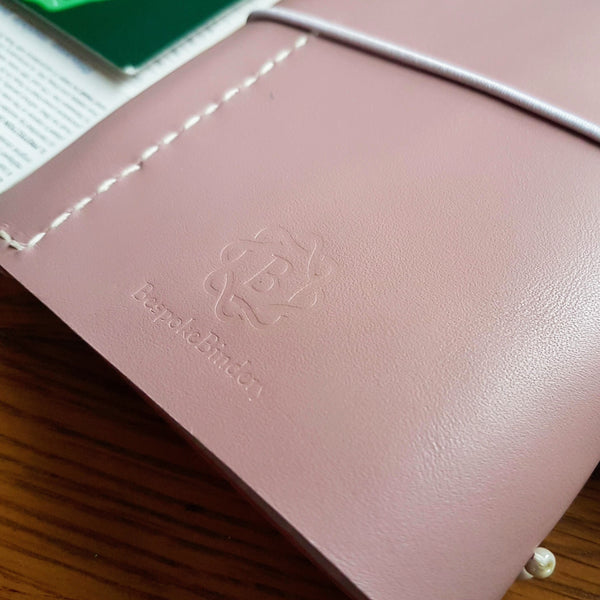 ladies leather golf journal reverse logo in pale lilac with hand stitched pencil pocket