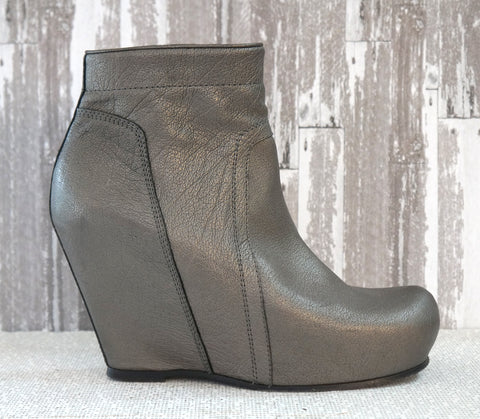 RICK OWENS 38 Metallic Pewter Textured Leather Platform Wedge Ankle Boots 7.5