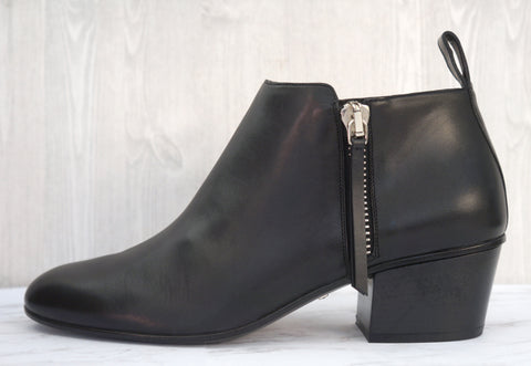 GUCCI 37 Twiggy Black Leather Side Zip Ankle Boots 6.5 NEW
