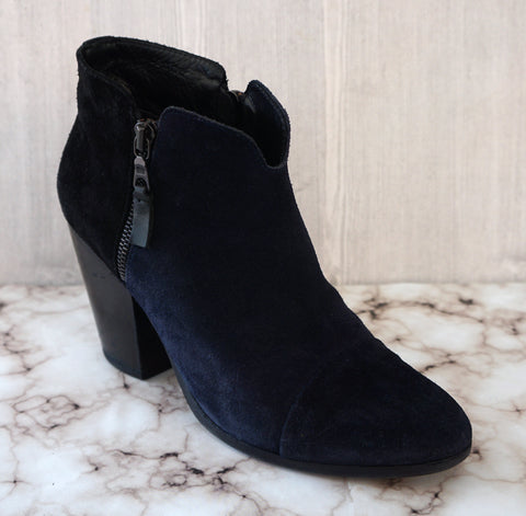 RAG & BONE 39 Margo Colorblock Navy Blue Black Suede Booties Ankle Boots 8.5