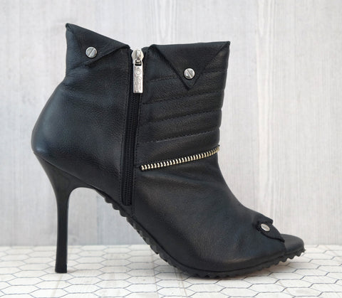 CARMEN STEFFENS 5.5 Black Leather Peep Toe Biker Motorcycle Booties NEW IN BOX
