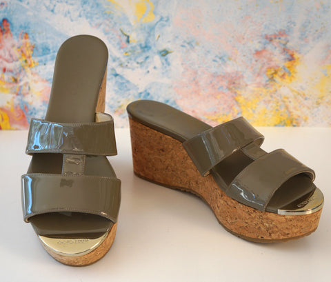 JIMMY CHOO 39 Patina Taupe Gray Patent Leather Cork Wedge Sandals 8.5 NEW IN BOX