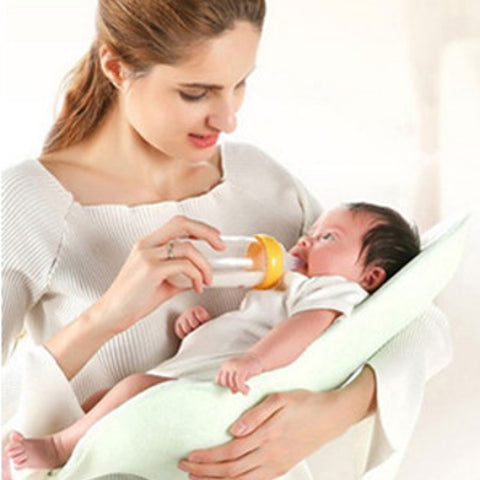 The Alpremio feeding cradle helps breastfeeding mothers and bottle feeding fathers feed their little ones in ultimate comfort