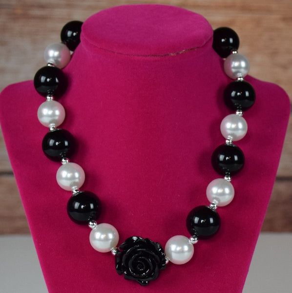 Pearls and Rose Chunky Necklace (More Colors) - Gabskia