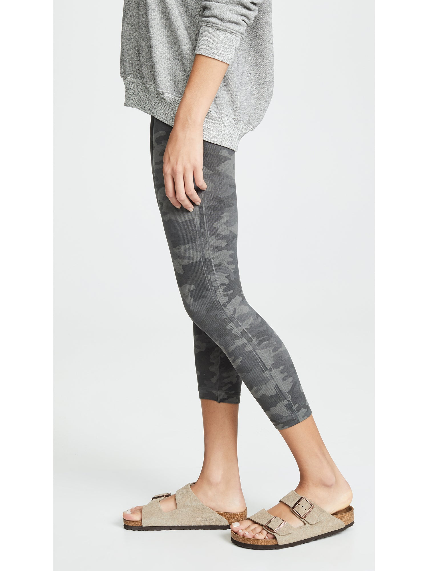 SPANX Look at Me Now Seamless Cropped Leggings - Sage Green Camo | TILDEN