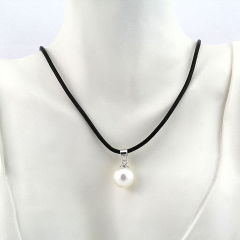 ANGELIQUE WHITE PEARL DROP NECKLACE