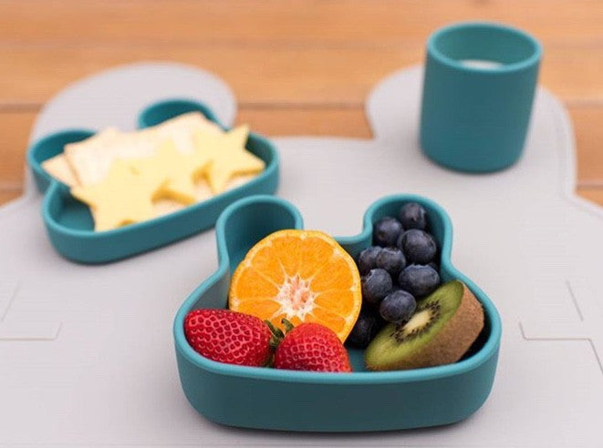 Lunch box with food and drink. kids dining ware