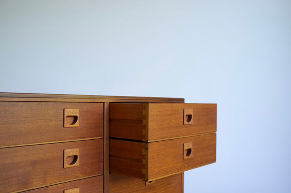 Eight drawer dresser chest
