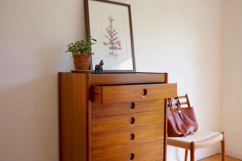 Rosewood drawer chest