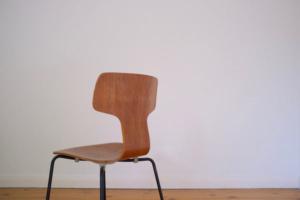 Arne Jacobsen Model 3103 Hammer chair
