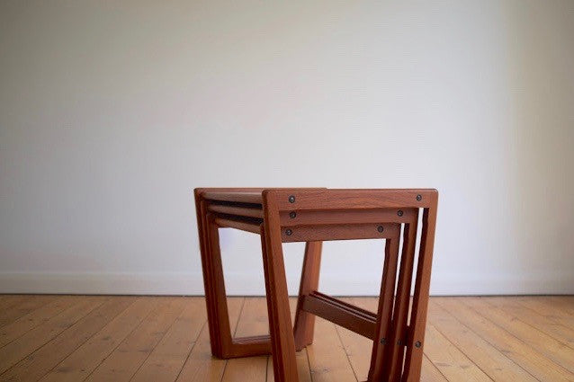 Kubus nesting tables