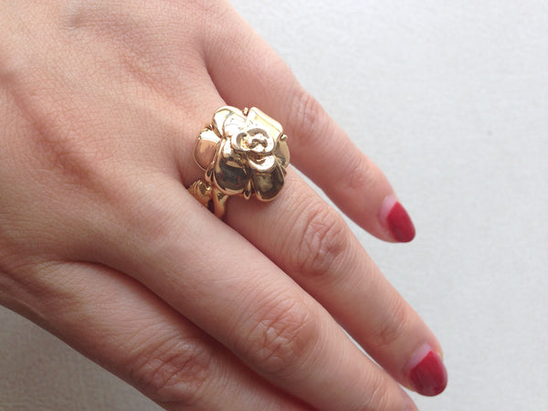 Chanel Camélia yellow gold ring Sz 51,5