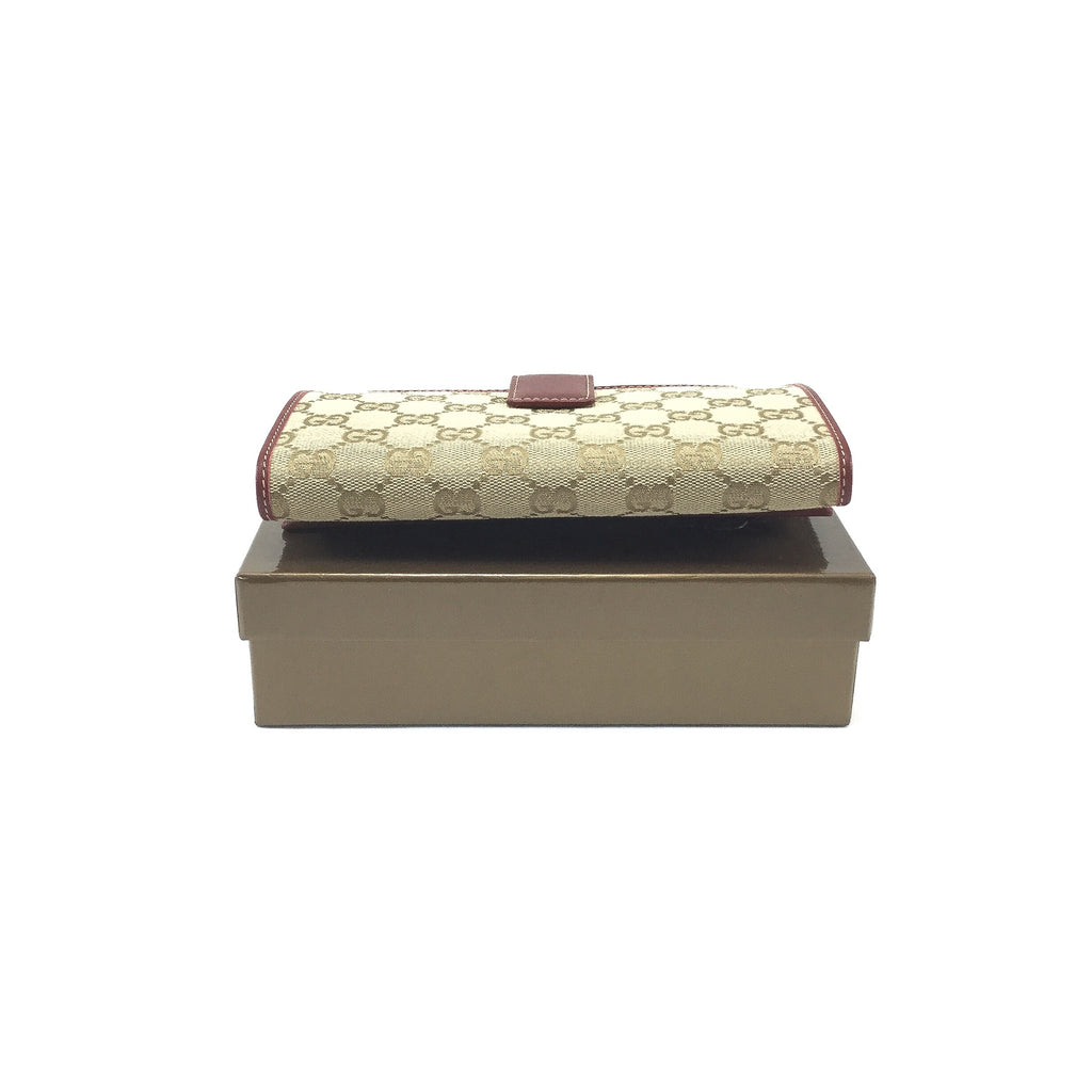 Gucci Continental Wallet underside view