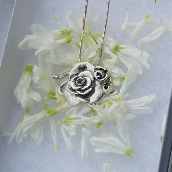Large rose necklace
