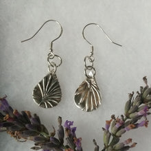 Load image into Gallery viewer, Lavender earrings