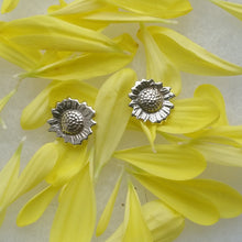 Load image into Gallery viewer, Sunflower stud earrings