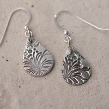 Load image into Gallery viewer, Silver lavender earrings