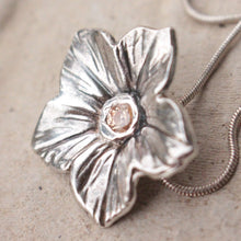 Load image into Gallery viewer, Silver flower necklace